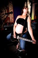 Babybauch mit Gitarre
